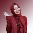 Wanita berbaju Merah