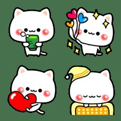 """White cat """"Mai Mi"""""""